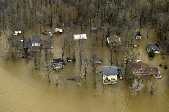 Des maisons inondées à Rigaud. (La Presse, Bernard Brault)
