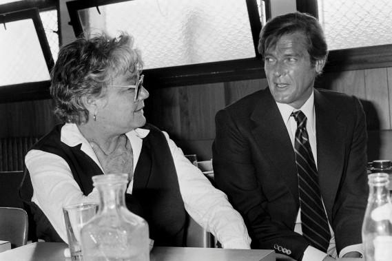 Roger Moore en compagnie de l'actrice Simone Signoret en 1978 (AFP, Joel Robine)