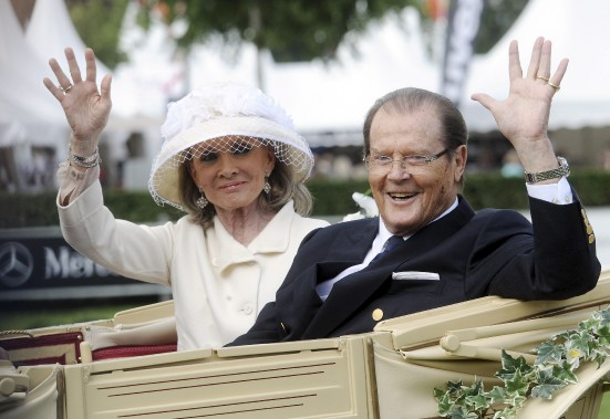 Roger Moore avec sa femme en 2013 (AFP, Henning Kaiser)