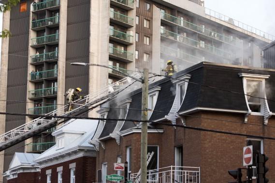 Une trentaine de pompiers ont participé à l'opération. (Stéphane Lessard, Le Nouvelliste)