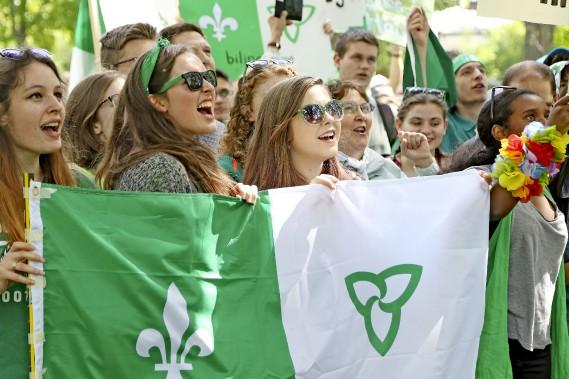 Des milliers de francophones étaient devant l'hôtel de ville d'Ottawa ce matin. (PATRICK WOODBURY, LeDroit)