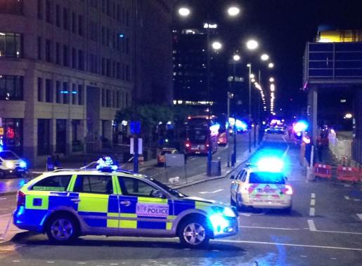 Les policiers ont rapidement bouclé le secteur avoisinant le pont de Londres. (Photo Daniel SORABJI, AFP)