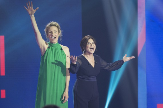 Les comédiennes Édith Cochrane et Guylaine Tremblay ont animé la soirée. (OLIVIER JEAN, LA PRESSE)