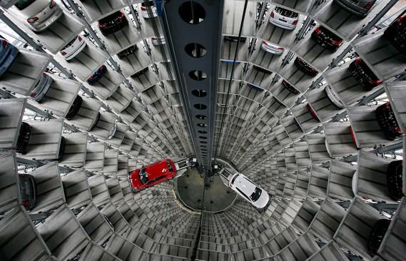 L'Autostadt (sur la photo) de Volkswagen à Wolfsburg, en Allemagne, et les distributrices de nourriture du passé ont peut-être servi de source d'inspiration. (Photo Christian Charisius, REUTERS)
