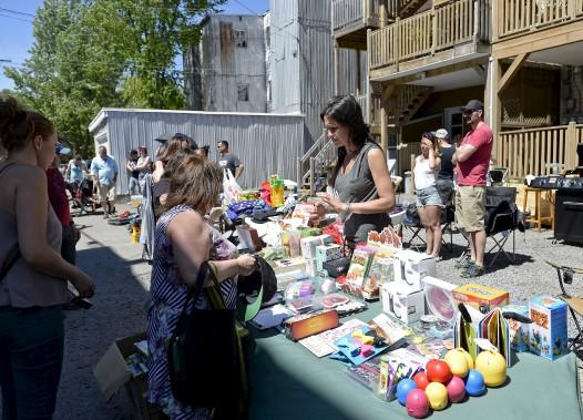 Le Grand bazar a envahi les ruelles de Limoilou, samedi. (Le Soleil, Yan Doublet)