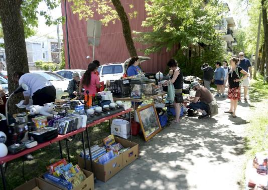Au total, ce sont près de 150 kiosques qui ont été installés dans une série de ruelles du Vieux-Limoilou. (Le Soleil, Yan Doublet)