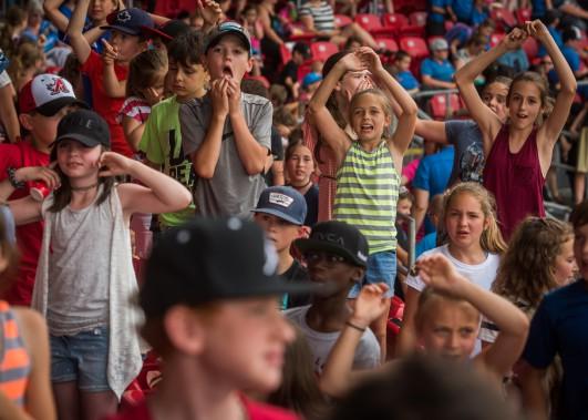 Les Aigles ont été varlopés 12-1 par l'équipe nationale de Cuba devant 3000 écoliers, lundi. (François Gervais, Le Nouvelliste)