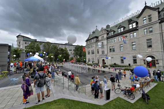 Plusieurs personnes ont assisté à des spectacles artistiques lundi à l'occasion du 409<sup>e</sup> anniversaire de la fondation de Québec. (Le Soleil, Patrice Laroche)