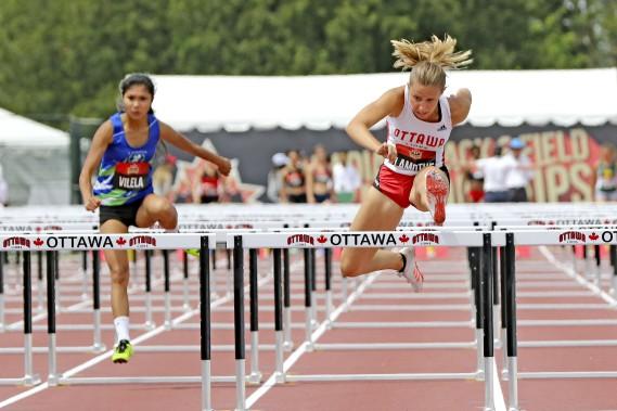 Alexia Lamothe au 100 mètres haies. (PATRICK WOODBURY, Le Droit)