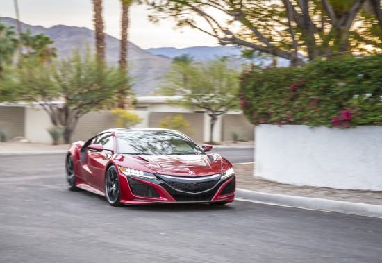 Rêver n'a jamais fait de tort à personne. Ci-haut, l'Acura NSX. (Toutes les photos fournies par les constructeurs)