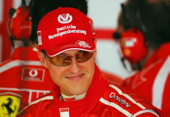 L'Allemand Michael Schumacher, d'excellente humeur au circuit de Silvestone le 9 juin 2006, deux jours avant le GP de Grande-Bretagne. (AFP)