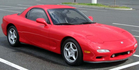<strong>Sa pire voiture :</strong> Une Mazda RX-7. Mais il était le seul coupable. Il habitait l'Abitibi, la chaufferette était brisée et elle roulait sur de mauvais pneus d'hiver. ()