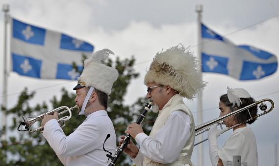 Le spectacle L'orchestre d'hommes-orchestres est présenté au parc de l'Amérique-Française jusqu'au 16 juillet dans le cadre du Festival d'été de Québec. (Le Soleil, Pascal Ratthé)