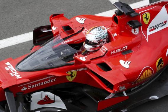 Sebastian Vettel a fait l'essai d'un nouvel écran protecteur expérimental. L'an dernier à Barcelone, il avait fait l'essai d'un autre dispositif (le halo), qui n'a pas fait l'unanimité. (Photo : AP)