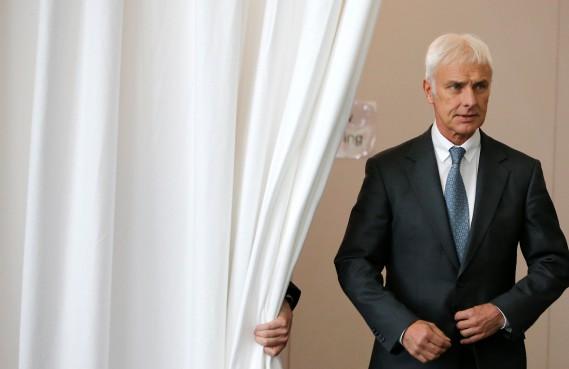 Le grand patron de Volkswagen, Matthias Mueller, avait indiqué sa volonté de revoir toutes les dossiers de commandite du constructeur lors de la conférence de presse annuelle à Wolfsbourg le 28 avril 2016. (REUTERS)