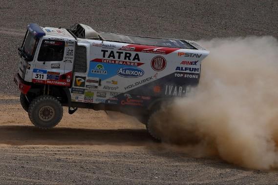 Le camion de l'équipe tchèque Tatra durant la 9e étape du rallye Silk Way durant la 9e étape du rallye Silk Way, une épreuve de 10 000 km en Russie et en Chine. Après 9 étapes, la catégorie camions est dominée par des écuries russes. (Photo : AFP)