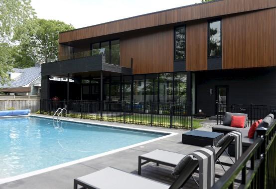 Le décor extérieur a été construit autour de la piscine d'origine. (Le Soleil, Yan Doublet)