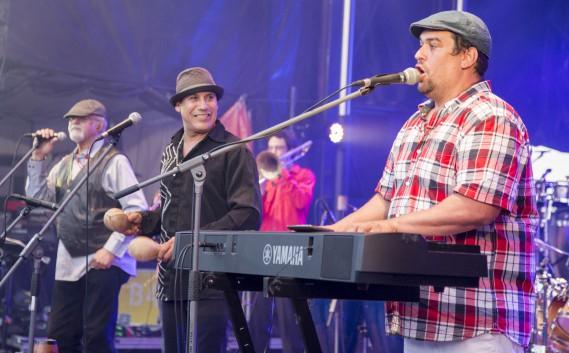 Habana Café a réchauffé les festivaliers samedi soir avec sa musique cubaine. (Spectre média, Marie-Lou Béland)