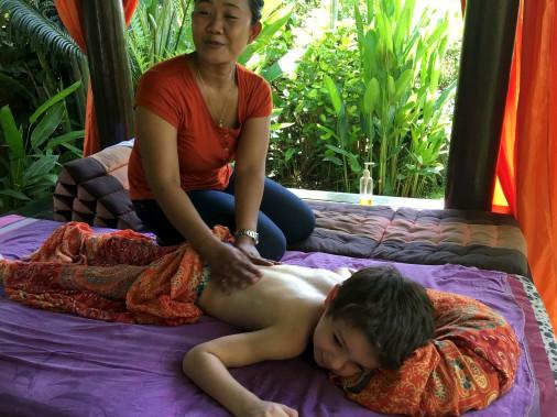 Petits et grands seront ravis de profiter d'une séance de massage, dont le prix (environ 10 $ de l'heure) est fort attrayant. (collaboration spéciale Nadielle Kutlu)