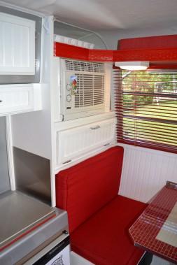 Un climateur a été ajouté. Il s'agit d'un modèle de maison pour fenêtre. ()