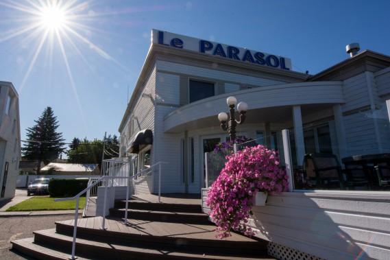 <strong>Catégorie Commerce -</strong>2<sup>e</sup> prix, Auberge Resto Le Parasol (Courtoisie)
