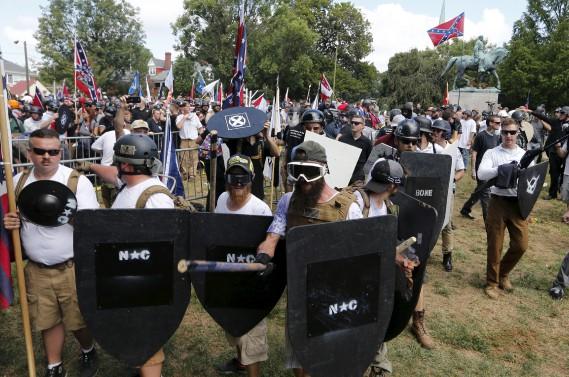 Des suprémacistes blancs manifestent à Charlottesville. (AP, Steve Helber)