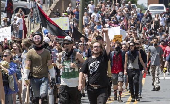 Des suprémacistes blancs manifestent à Charlottesville. (AFP, PAUL J. RICHARDS)