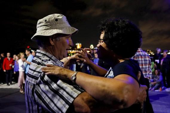 La danse sociale était à l'honneur samedi soir de part et d'autre du fleuve Saint-Laurent à l'occasion de la cinquième soirée des Grands Feux Loto-Québec. (Le Soleil, Caroline Grégoire)