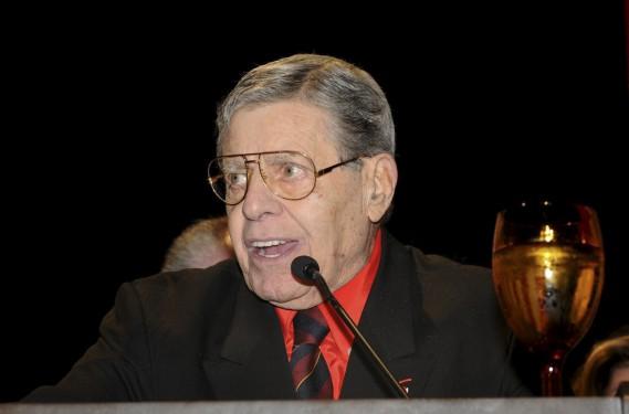 Le 20 août 2011, alors qu'il accepte un prix pour l'ensemble de sa carrière de la Nevada Broadcasters Association, à Las Vegas. (AP)