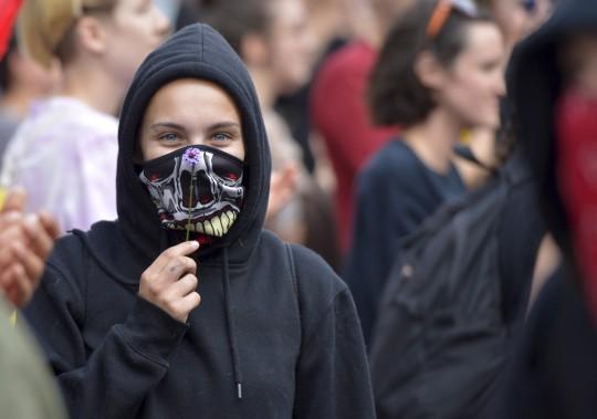 Une manifestante avec le groupe pro-immigration (Le Soleil, Yan Doublet)