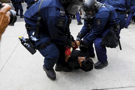 Le militant altermondialisteJaggi Singh a été arrêté par les policiers. (Le Soleil, Caroline Grégoire)
