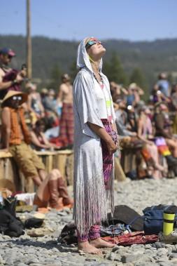 Des gens regardent l'éclipse en Oregon. (AFP, Robyn Beck)