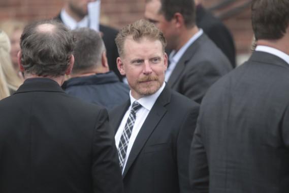 L'ex-capitaine des Sénateurs, Daniel Alfredsson, a également fait le voyage dans le village natal de Bryan Murray. (Etienne Ranger, Le Droit)