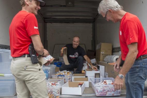 Les derniers préparatifs avaient lieu jeudi, en ce qui concerne la logistique de la nourriture qui sera offerte aux participants lors des ravitaillements. (Stéphane Lessard)