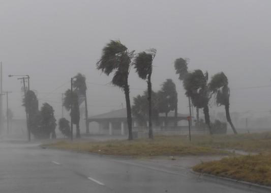 Les vents atteignaient parfois plus de 215 km/h. (AFP, Mark Ralston)