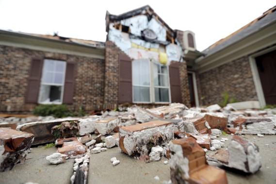 La facade de ce bâtiment n'a pas résisté à la force de l'ouragan <em>Harvey</em>. (AP)