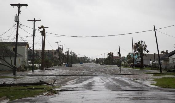 Une rue de Rockport inondée après le passage de l'ouragan <em>Harvey</em>. (Nick Wanger/Austin American-Statesman via AP)