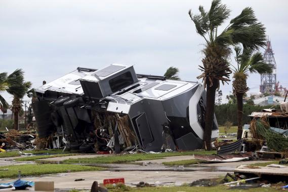 Un parc de maisons-mobiles a été détruit, à Port Aransas. (AP, Gabe Hernandez/Corpus Christi Caller-Times)