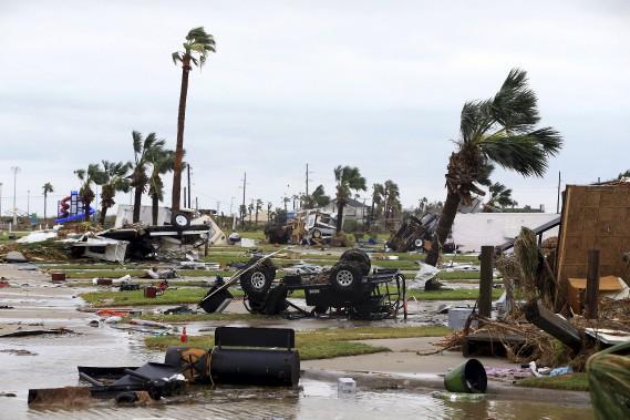 Un parc de maisons-mobiles a été détruit à Port Aransas. (AP, Gabe Hernandez/Corpus Christi Caller-Times)