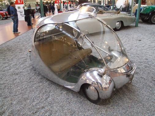 L'Oeuf électrique du designer Paul Arzens, lancé en 1942, roulait à 70 km/h et avait une autonomie moyenne de 100 km. (Photo : Wikipédia)