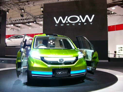 La Honda W.O.W, une voiture faite pour emmener des chiens. Son nom vient de l'onomatopée anglaise de l'aboiement, qui est <em>bow-wow.</em> (Photo : Wikipédia)