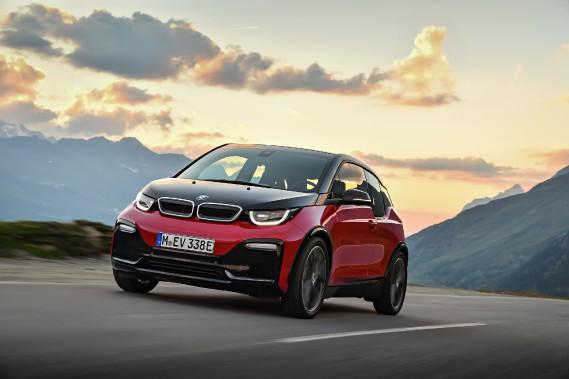 BMW a dévoilé une nouvelle i3 sport-l'i3s tout électrique mue par un moteur plus puissant. (Photos : BMW)