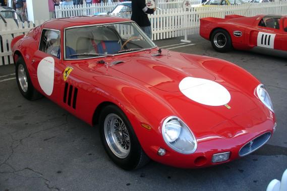 Une des rarrissimes Ferrari 250 GTO, un modèle trois fois champion du monde en GT. GTO veut dire :<i>Gran Turismo Omologata</i>en italien,soit «homologuée pour courir en grand tourisme». (Wikipédia)