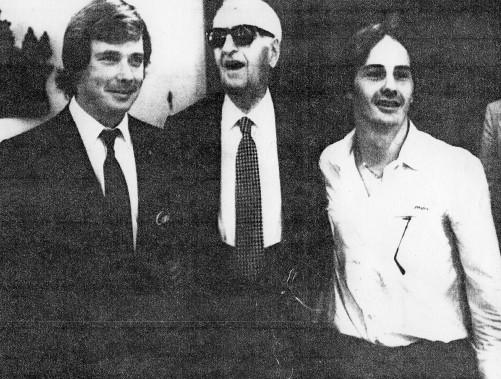 Gilles Villeneuve et Didier Pironi encadrent le <em>commendatore</em> Enzo Ferrari. (AP)