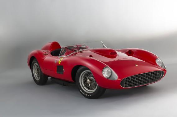 La voiture la plus chère jamais vendue aux enchères est une Ferrari 335 S Scaglietti de 1957, adjugée début 2016 à Paris à 32 millions d'euros (46,5 millions de dollars canadiens au taux de change d'aujourd'hui). (Motortrend)