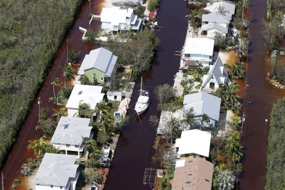 Des rues sont inondées à Key Largo en Floride. (AP, Wilfredo Lee)