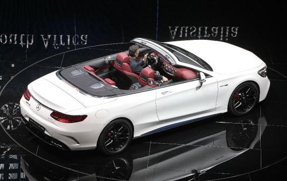 <strong>Cheveux au vent -</strong> Le cabriolet Mercedes S Cabriolet. (AFP)
