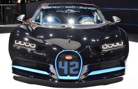 La Bugatti Chiron accélère à 400 km/h et stoppe en 42 secondes