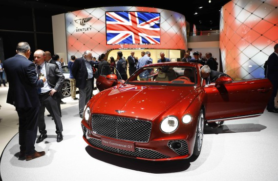 La nouvelle Bentley Continental GT est exposée au Salon de l'auto de Francfort. (PHOTO : REUTERS)