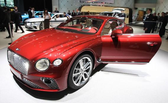 La nouvelle Bentley Continental GT est exposée au Salon de l'auto de Francfort. (AFP)